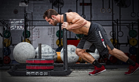 rich froning duwt een prowler sled