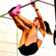 crossfitter doet toes to bar