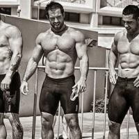 drie crossfitters met een goed lichaam