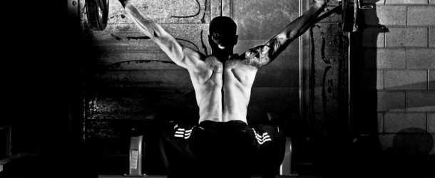 man doet mooie overhead squat