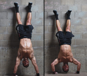 rich froning doet handstand push up
