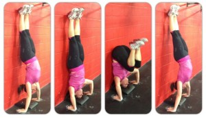 vrouw demonstreert de kipping handstand push up