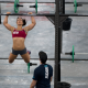 camille doet pull ups